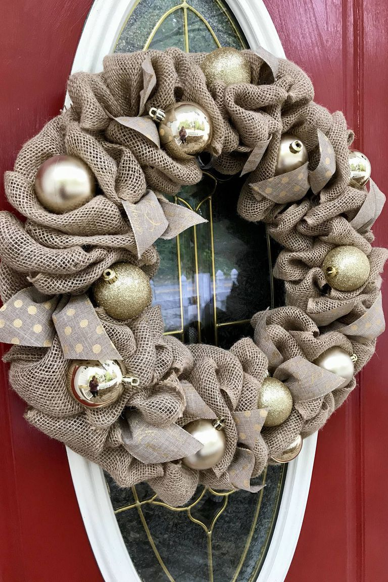 1535727454-burlap-gold-christmas-wreath-1535727433