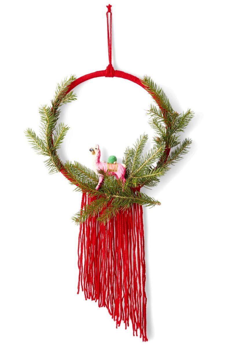 gallery-1510240838-llama-christmas-wreath