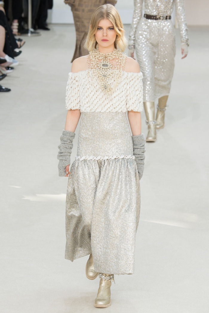 4Chanel-2016-Fall-Winter-Runway73