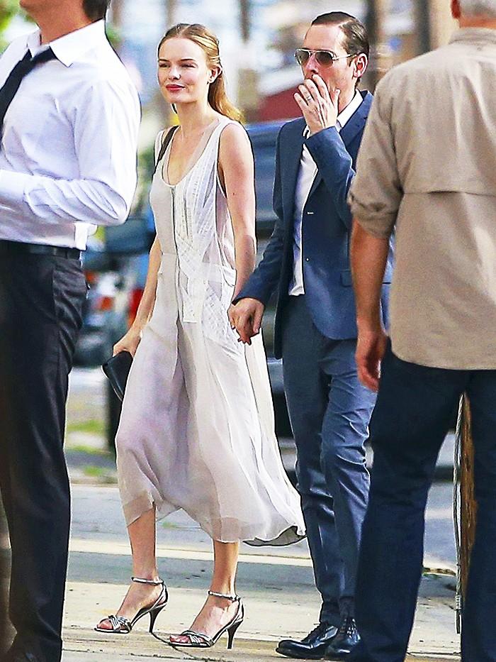 f768ce66c5d2 Καλεσμένη σε γάμο  Δες τι φοράνε οι celebrities και πάρε ιδέες ...