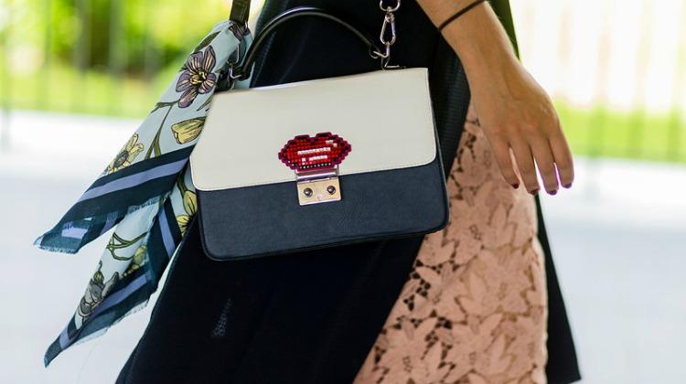 416369fab5f Βαρέθηκες την παλιά σου τσάντα; 6 τρόποι να την κάνεις αγνώριστη ...