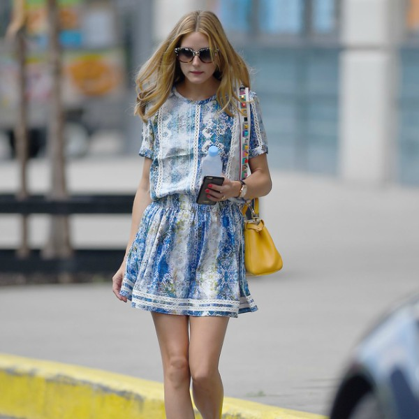 olivia-palermo-summer-style-walking-her-dog-then-getting-in-a-cab-in-brooklyn_13