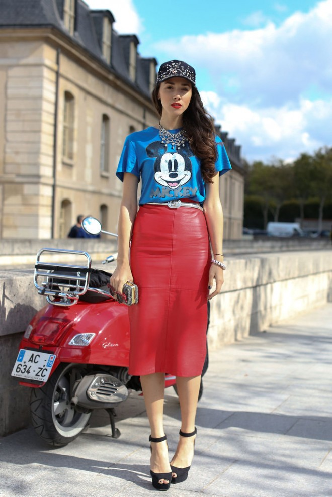 Paris-Fashion-Week-Street-Style-Spring-2013-mickey-tshirt-red-leather-skirt-660x989