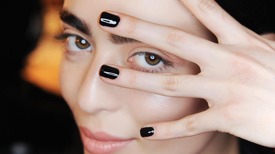shiny-black-nails