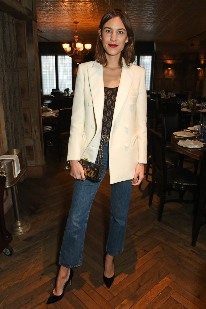 white-blazer-instantly-dresses-up-your-jeans