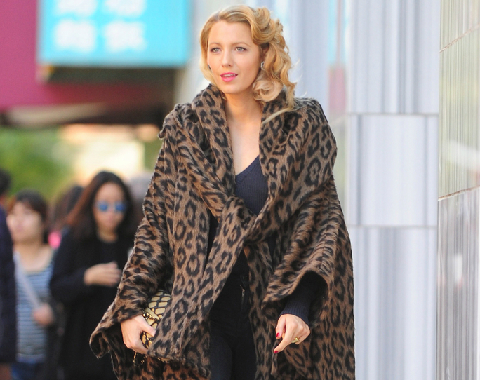 PLEASE CREDIT IMAGES: Jesse Bauer/Dbdpix.Com  -New York, NY -10/7/15-Blake Lively Spotted on the Set of An Untitled Woody Allen Film in New York  -PICTURED: Blake Lively -PHOTO by: Jesse Bauer/Dbdpix.Com  -MS_285303.JPG   blake lively spotted on the set of an untitled woody allen film in new york  blake lively