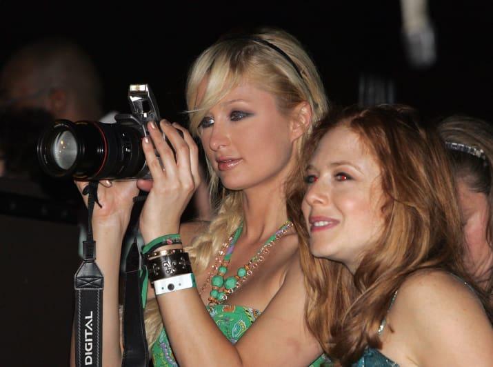 Η Paris Hilton, πριν από 10 χρόνια τράβαγε φωτογραφίες με την super επαγγελματική της μηχανή.