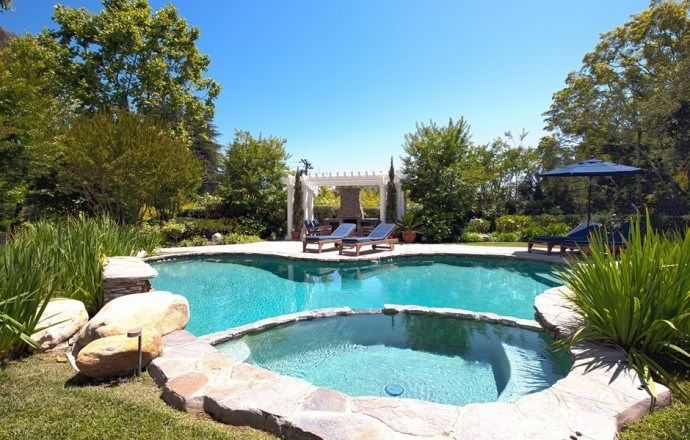 channing-tatum-celebrity-garden-swimming-pool-and-spa