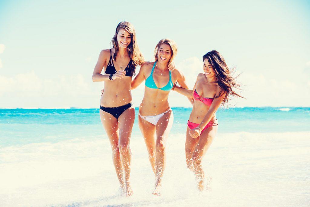 rsz_millennials_-_fit_girls_on_beach_summer_travel_friends_carefree-1