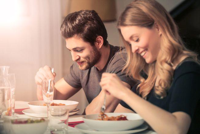 couple_eating_dinner.jpg.653x0_q80_crop-smart
