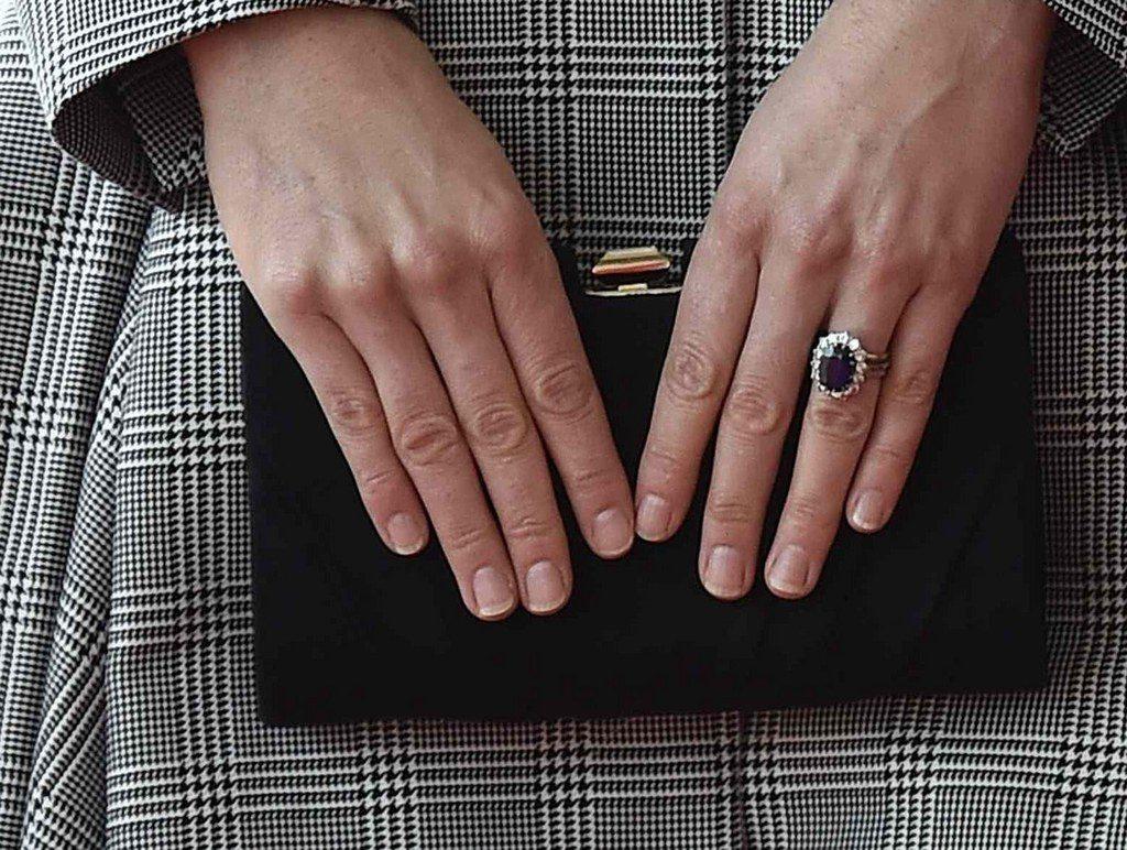 fashion-2015-05-kate-middleton-engagement-wedding-rings-zoom-main