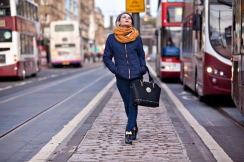 woman-walking-in-the-city1