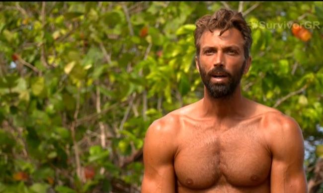 """Survivor: Ο Θοδωρής """"καρφώνει"""" τον Ηλία: """"Κάτι οργανώνει το οποίο σίγουρα δεν αφορά το ομαδικό καλό""""(vid)"""