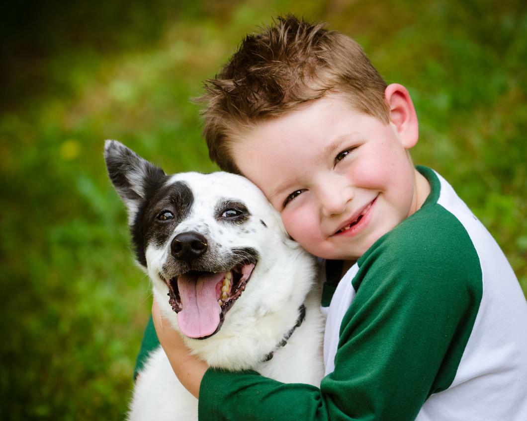 child-lovingly-embraces-his-pe-45559777