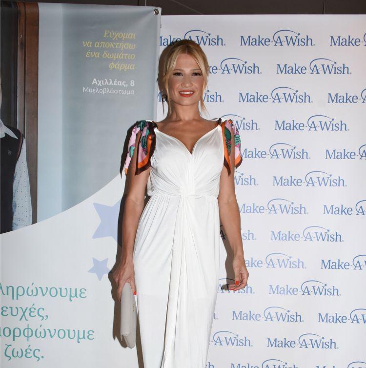 6a02d533a3d Η Φαίη μας με εντυπωσιακό λευκό φόρεμα σε γκαλά του Make A Wish