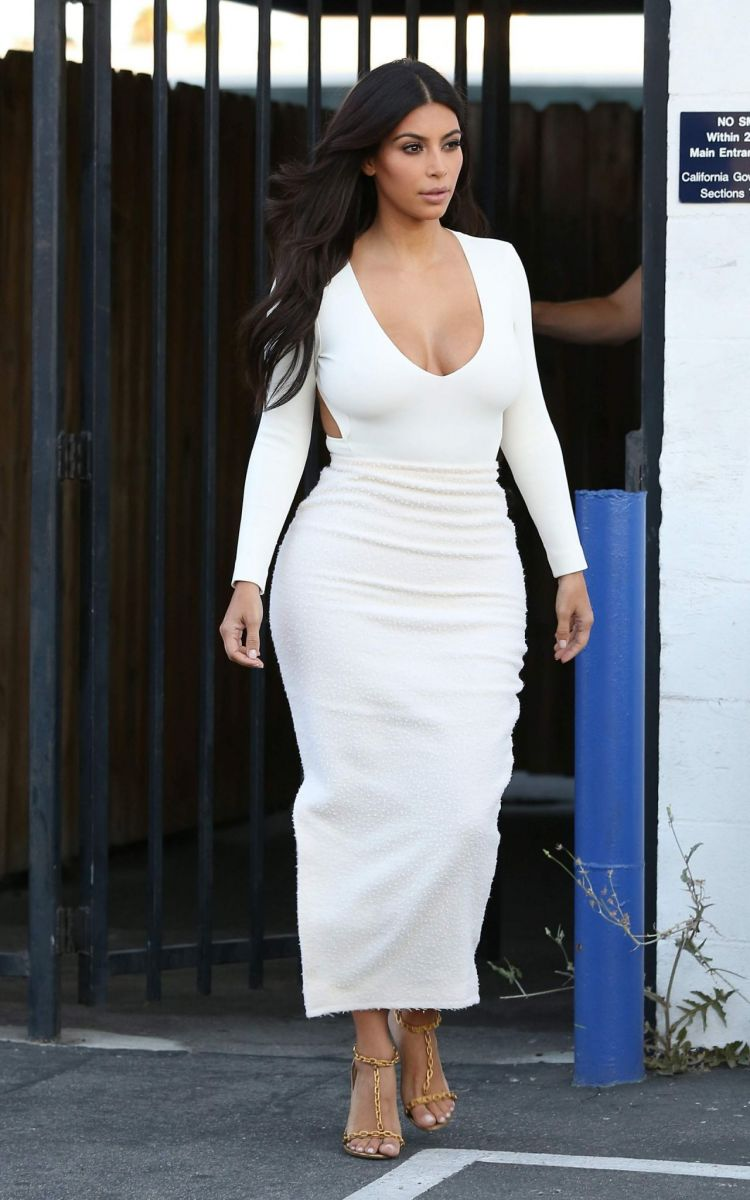 kim-kardashian-in-backless-white-dress-hollywood-august-2014_5