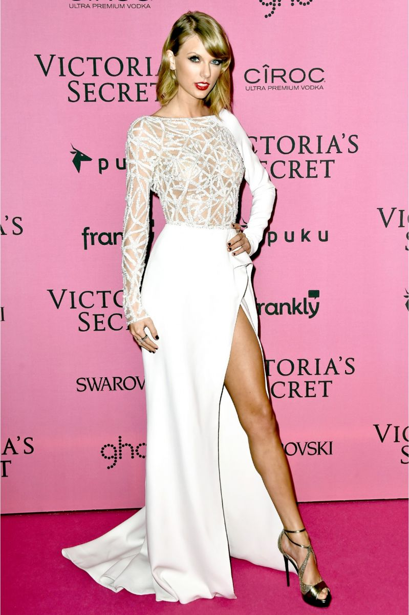 taylor_swift_white_long_sleeve_celebrity_dresses_with_side_slit_at_victoria_s_secret_show_london