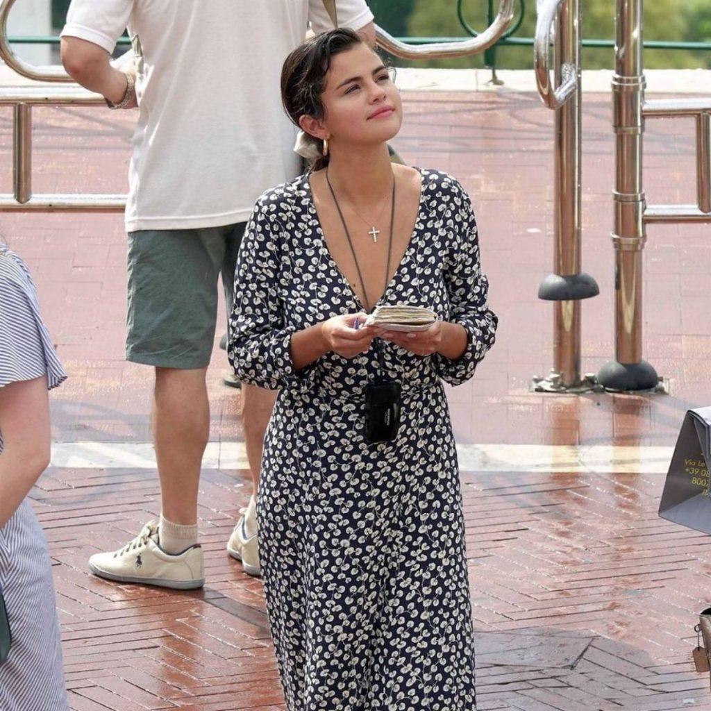 c1c04daea00f To Italian look της Selena Gomez θα σου αρέσει πολύ (+θα θες να το  υιοθετήσεις κι εσύ)