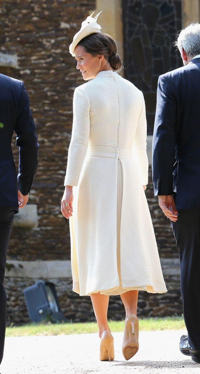 118e3232326c Δες το εντυπωσιακό γαλάζιο φόρεμα που φόρεσε η Pippa Middleton ως ...