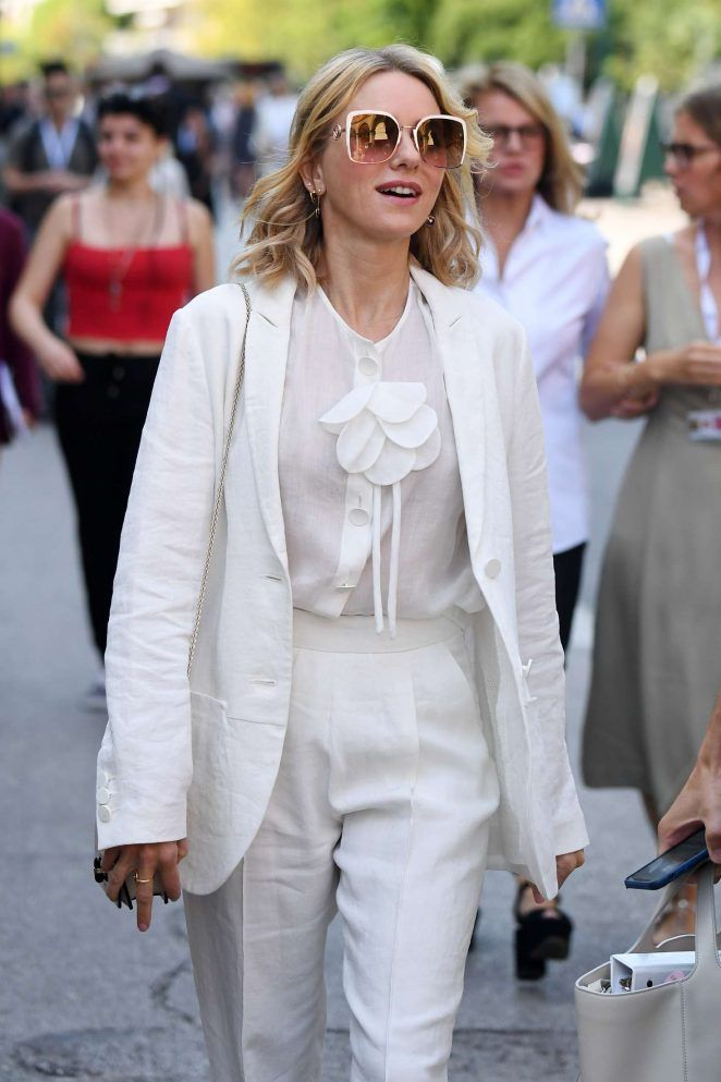 Naomi-Watts-in-White--Out-in-Venice--07-662x993