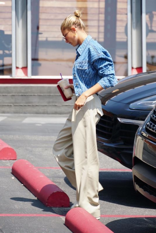 hailey-baldwin-out-in-west-hollywood-08-27-2018-9_thumbnail