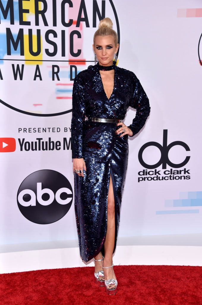 ashlee-simpson-attends-the-2018-american-music-awards-at-news-photo-1048368736-1539126276