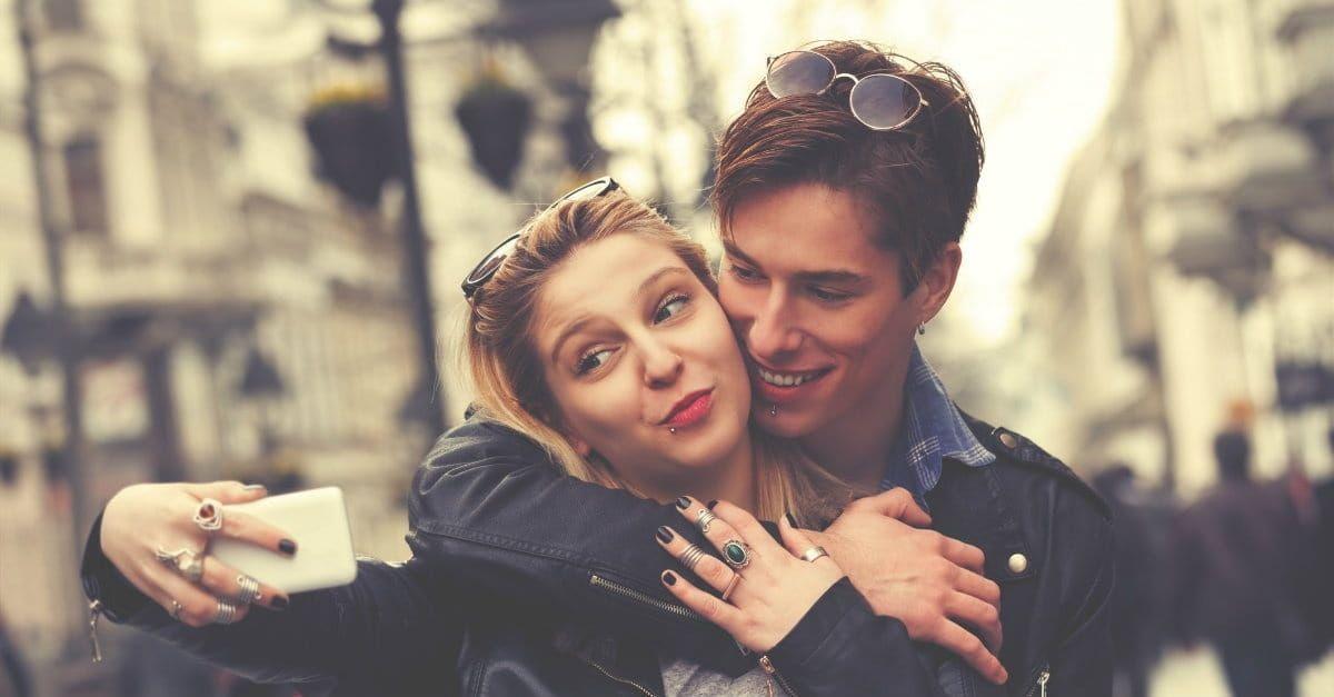 b10800a1-37129-couple-taking-selfie-1200.1200w.tn_