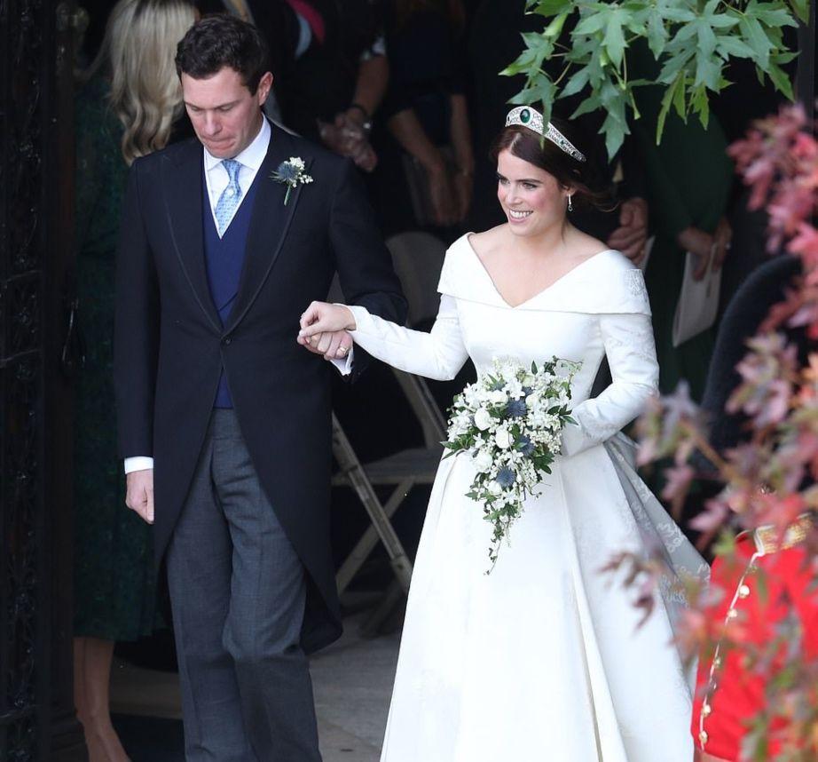 f4f606e36aa1 Παντρεύτηκε η Πριγκίπισσα Ευγενία! Δες τι φόρεσαν στον γάμο η νύφη
