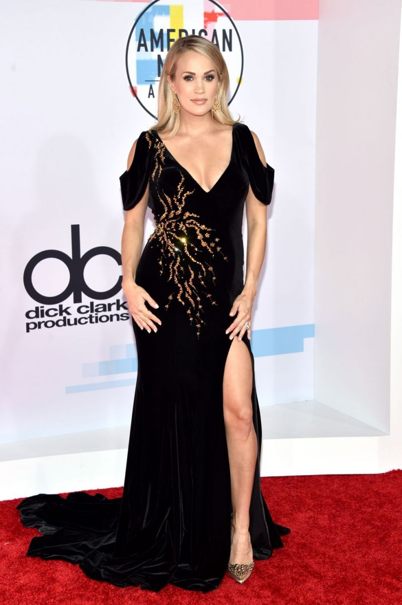 carrie-underwood-attends-the-2018-american-music-awards-at-news-photo-1048393114-1539128853