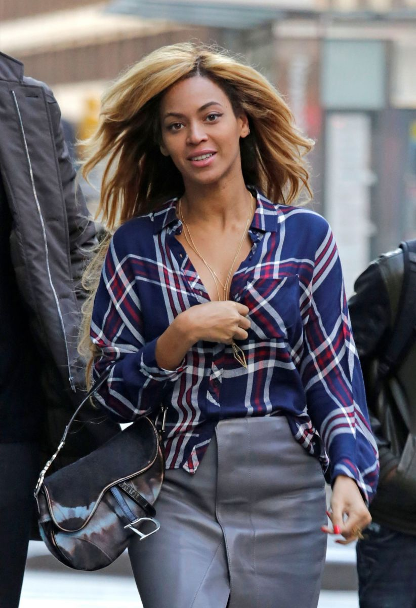 Beyonce-out--about-in-NYC026
