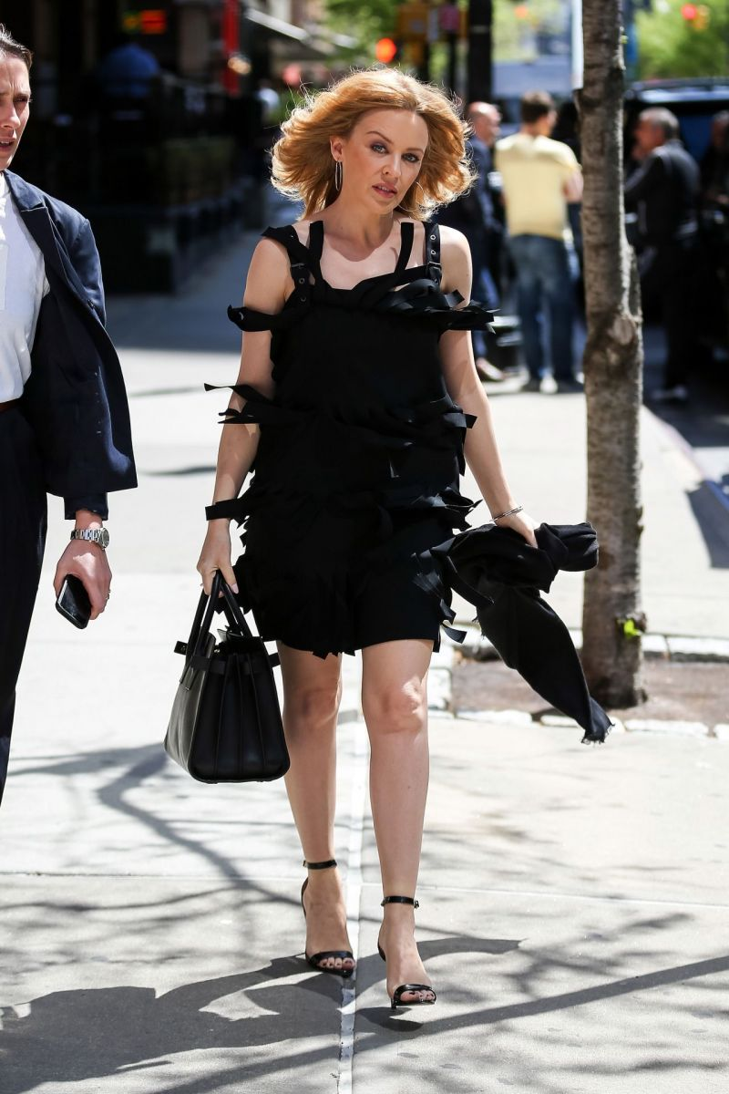 kylie-minogue-flashes-her-legs-in-mini-dress-out-in-nyc-may-2014_1