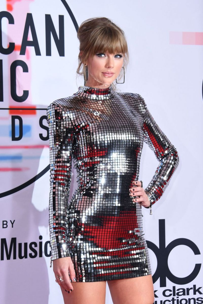 singer-taylor-swift-arrives-at-the-2018-american-music-news-photo-1048355220-1539123932