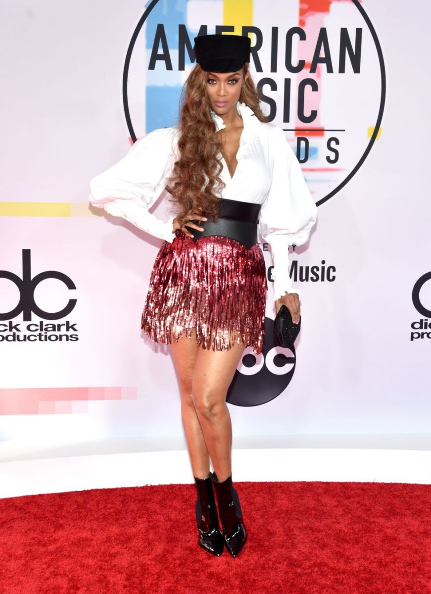tyra-banks-attends-the-2018-american-music-awards-at-news-photo-1048368448-1539126196