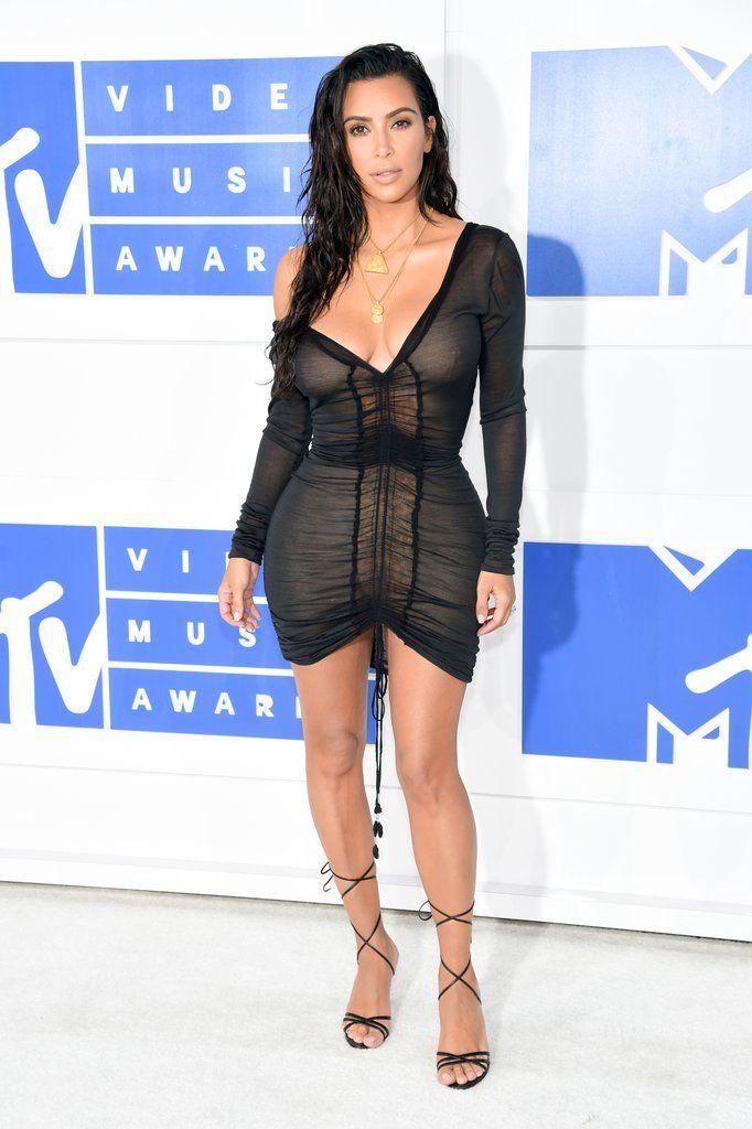 Kim-Kardashian-Black-Mini-Dress-VMAs-2016