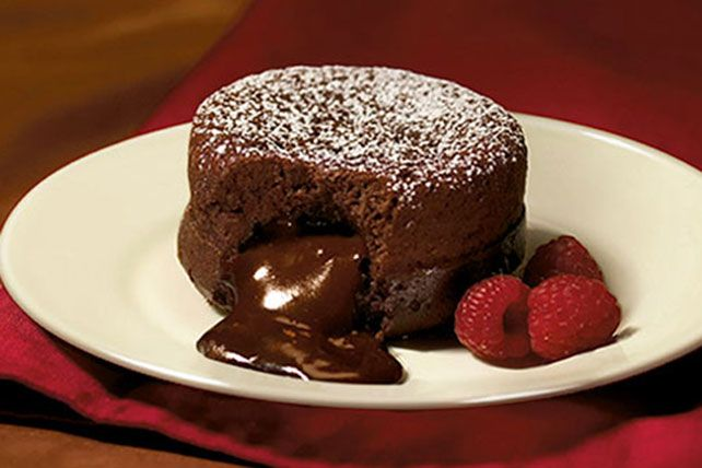 Dark_Molten_Chocolate_Cakes_640x428