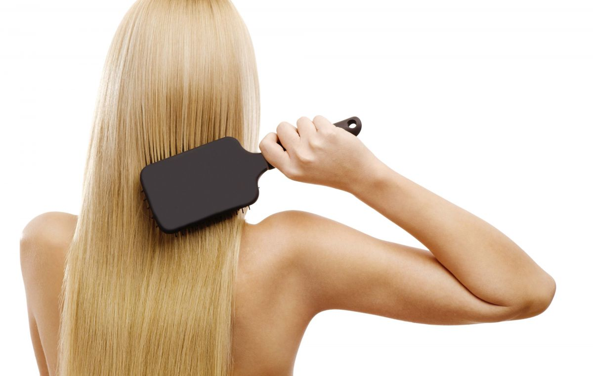 long-blond-hair-paddle-brush