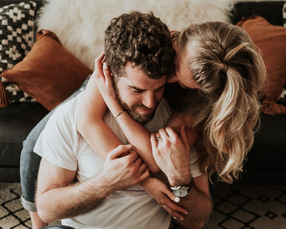 Couples-Photographer-Cozy-Romantic-Intimate-In-home-Photography-Session-6-1