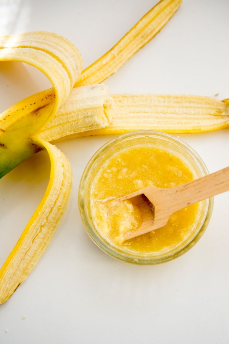 soothing-and-moisturizing-diy-banana-face-mask-2