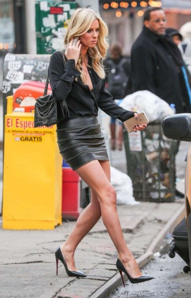 Nicky-Hilton-in-Leather-Mini-Skirt--06-662x1030