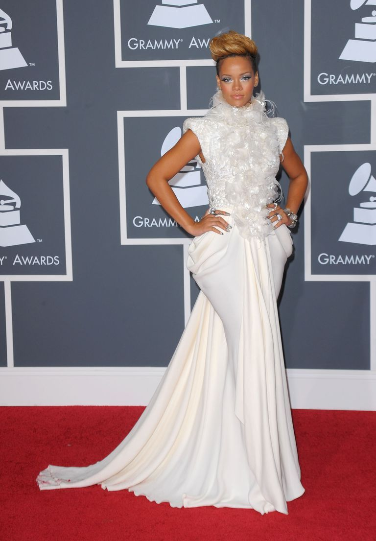 singer-rihanna-arrives-at-the-52nd-annual-grammy-awards-news-photo-96427802-1548713672