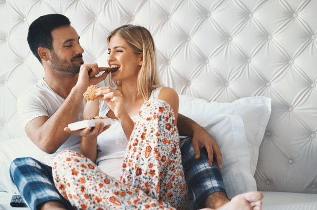 couple-eating-improve-sex-life
