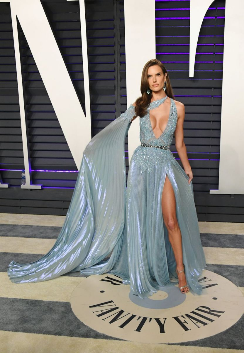 oscars-2019-after-party-alessandra-ambrosio-1551079833
