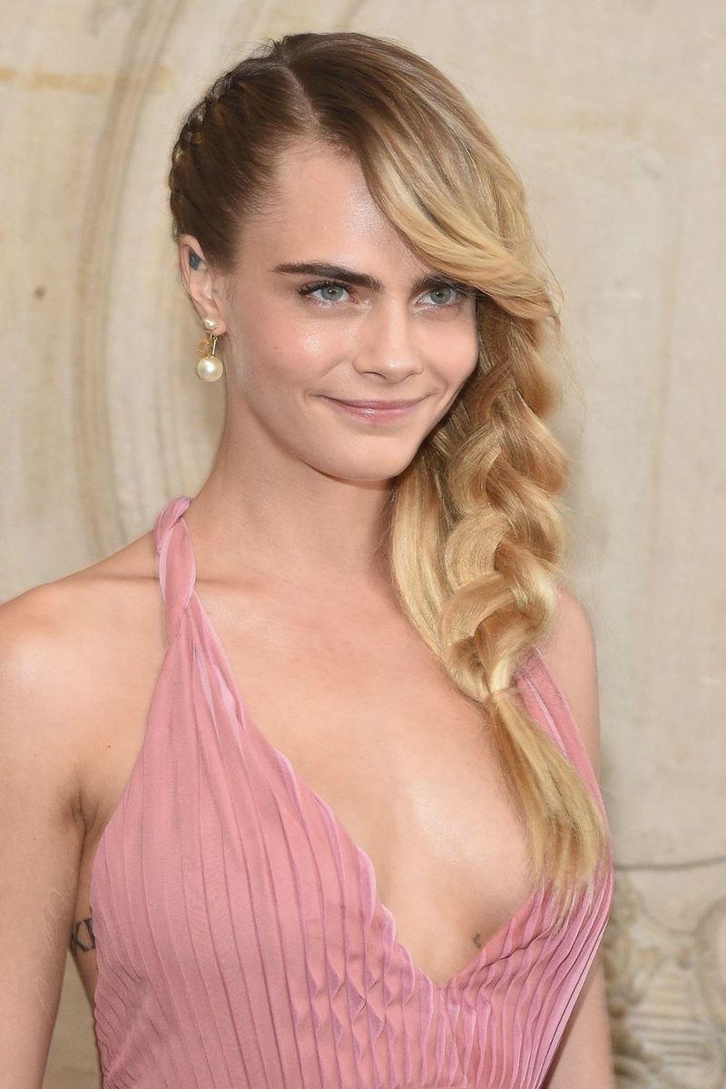cara-delevingne-dior-long-plait-1551195510