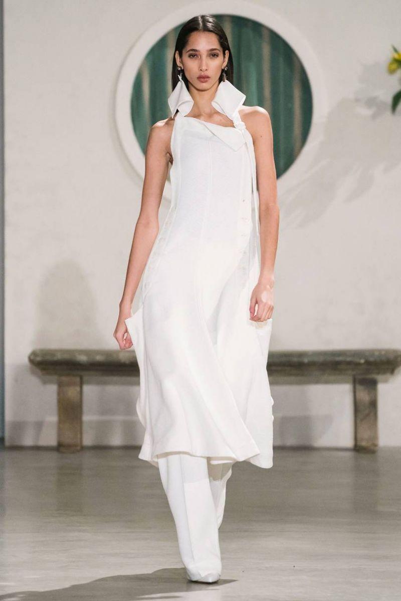 918bdf51c5c Τα απλά μίντι λευκά φορέματα που θα φόραγες σε ένα κοκτέιλ πάρτι γίνονται  τάση! Μπορεί να μην μοιάζουν πολύ με νυφικά αλλά εγώ πιστεύω πως θα  έδειχναν ...