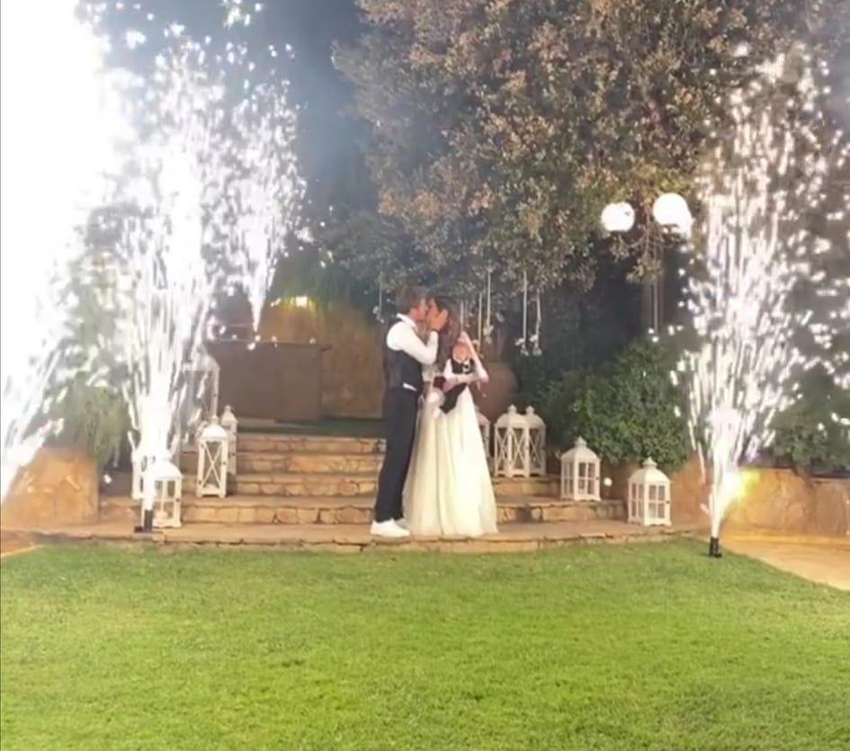 Άκης Πετρετζίκης: Δημοσίευσε βίντεο από τον γάμο του με την Κωνσταντίνα Παπαμιχαήλ και τη βάφτιση του γιου τους!