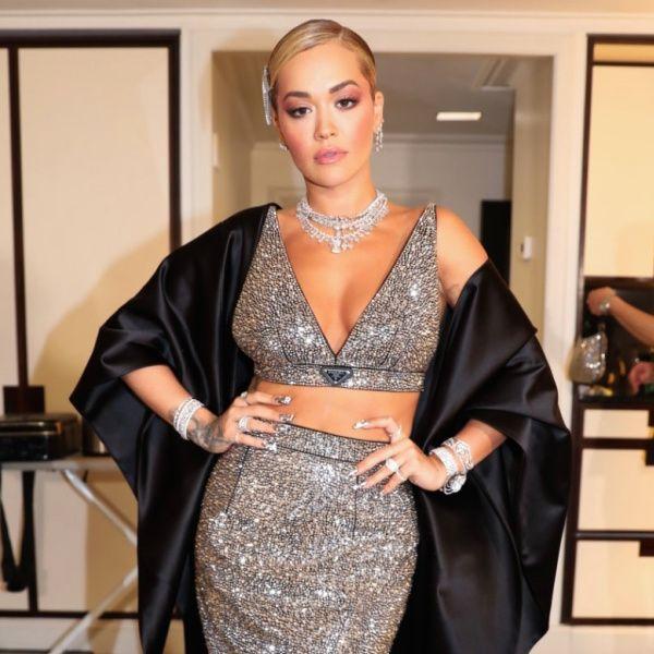 Rita Ora: Ποιο beauty tool πήρε μαζί της στο Met Gala;