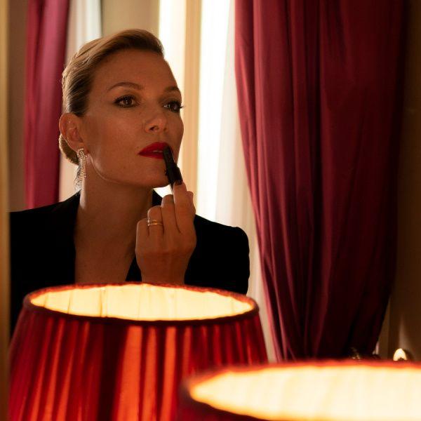 Βίκυ Καγιά: Αυτό είναι το συγκλονιστικό κόκκινο κραγιόν που φόρεσε στο Φεστιβάλ Κινηματογράφου Βενετίας