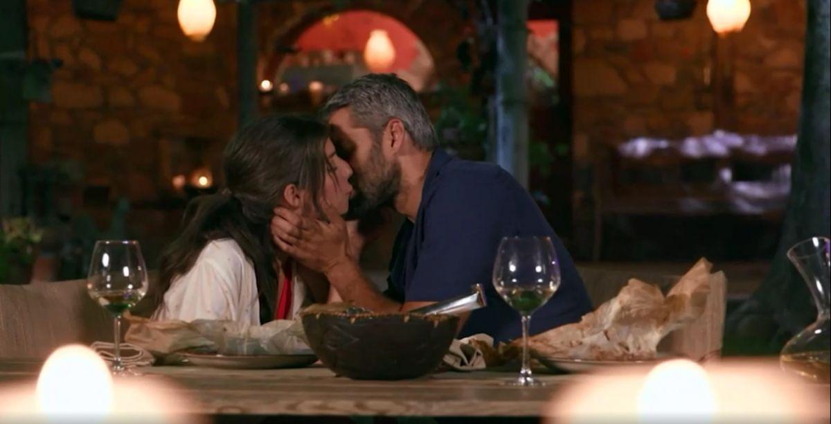 The Bachelor 2: Ο Αλέξης Παππάς έδωσε το πρώτο φιλί του στην Άννα!