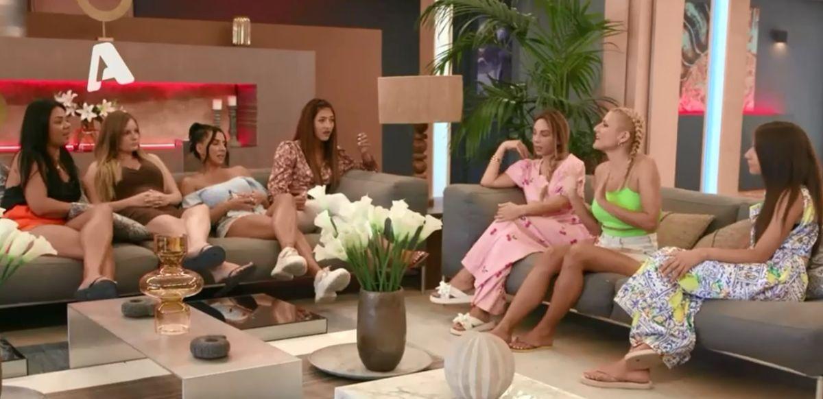 The Bachelor 2: Χαμός στη βίλα του reality – Ο έντονος καυγάς Ιζαμπέλας – Φένιας