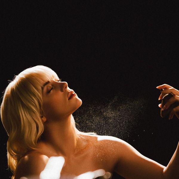 Η Billie Eilish λανσάρει το πρώτο της άρωμα και κάνει μια μεγάλη αποκάλυψη